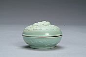A Chinese green glazed circular box and cover