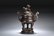 A LARGE CHINESE SILVER-INLAID BRONZE TRIPOD CENSER AND COVER