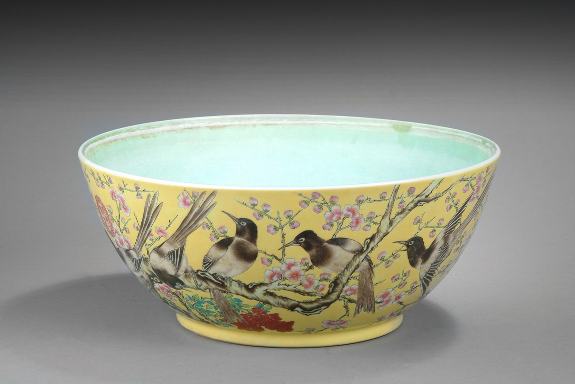 A LARGE FAMILLE ROSE FLOWERS AND BIRDS BOWL