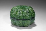 A GREEN GLAZED LOTUS DESIGN COVER BOX