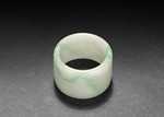 A JADEITE THUMB RING