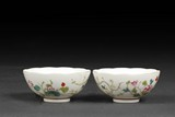 A PAIR OF DOUCAI 'FLOWERS' BOWLS