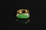 A 18K YELLOW GOLD JADEITE RING