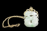 A 14K YELLOW GOLD NECKLACE WITH JADEITE PENDANT