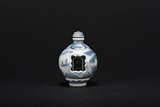 A WHITE AND BLUE REVOLVING FIGURES SNUFF BOTTLE