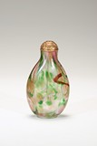 A GOLD-FLECKED MULTICOLOR GLASS SNUFF BOTTLE