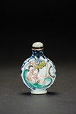 A BLUE AND WHITE 'EROTIC SCENE' SNUFF BOTTLE