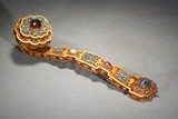 A GILT BRONZE WIRE GEMS AND KINGFISHER FEATHER INLAID RUYI SCEPTER
