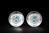A PAIR OF BLUE AND WHITE WUCAI 'DRAGON' DISHES