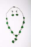 A STUNNING EMERALD GREEN JADEITE JADE DIAMOND NECKLACE EARRING SET