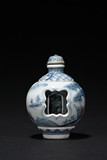 A REVOLVING BLUE AND WHITE SNUFF BOTTLE