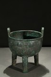 A BRONZE RITUAL FOOD VESSEL DING