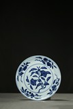 A BLUE AND WHITE 'THREE FRUITS' DISH