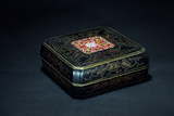 A LACQUERED CLOISONNE ENAMEL INLAID SQUARE BOX