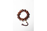 A ROSEWOOD CARVED BEAD BRACELET