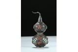 A SILVER ETCHED AND GEMS INLAID DOUBLE GOURD SNUFF BOTTLE