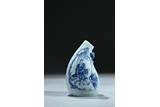AN UNUSUAL BLUE AND WHITE 'FIGURE' FLASK