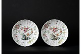 A PAIR OF FAMILLE ROSE CHRYSANTHEMUM DISHES