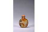 AN AGATE CARVED 'CHICKEN' SNUFF BOTTLE