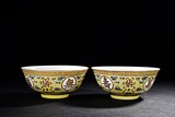 A PAIR OF FAMILLE ROSE YELLOW GROUND MEDALLION BOWLS