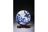 A BLUE AND WHITE PORCELAIN 'LANDSCAPE' CIRCULAR PANEL