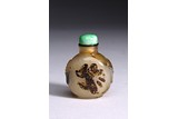 AN AGATE CARVED 'LIU HAI AND TOAD' SNUFF BOTTLE