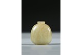 A YELLOW JADE CARVED SNUFF BOTTLE