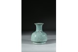 A CELADON GLAZED CRACKLE VASE