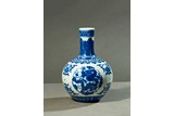 A BLUE AND WHITE GLOBULAR VASE