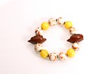 AN AMBER AND PORCELAIN ROSARY BRACELET