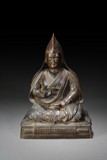 A TIBETAN BRONZE FIGURE OF SEATED LAMA