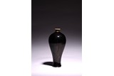 A CHINESE BLACK GLAZED MEIPING VASE